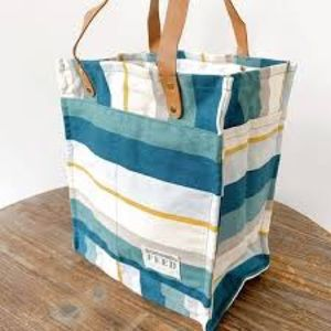 FREE ITEM with $500 spend -Feed bag - new